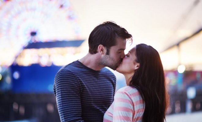 when to kiss a girl you are dating