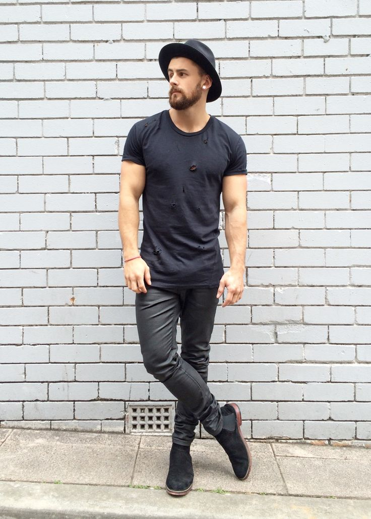 mens-outfit-dark-jeans-with-ankle-boots-and-hat